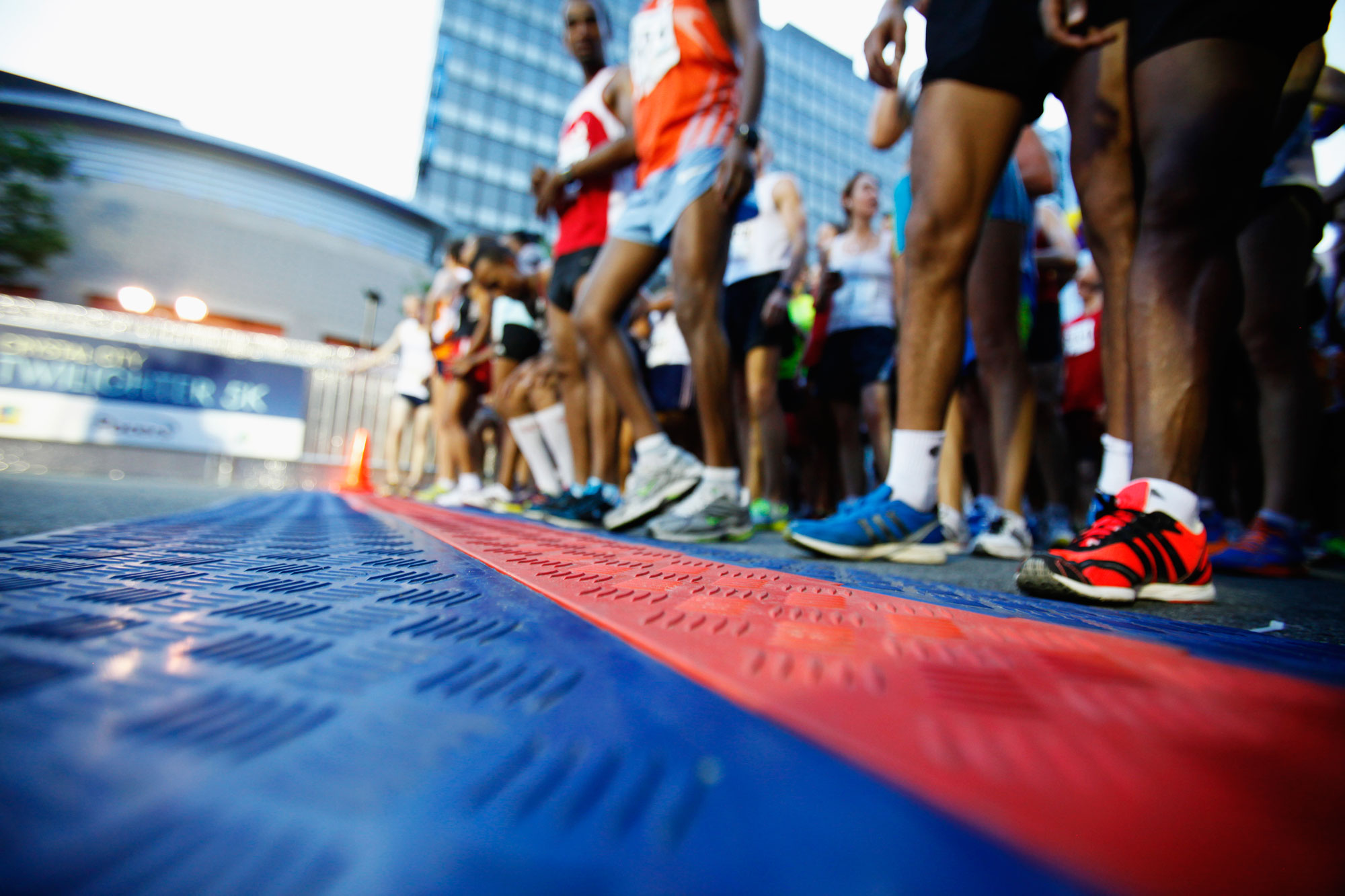2019廣州馬拉松完賽獎牌亮相 花窗元素展示廣州特色