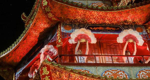 特寫:聖保羅狂歡節上的中國主題桑巴巡遊