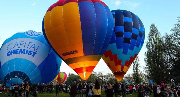 澳大利亞:熱氣球節開幕