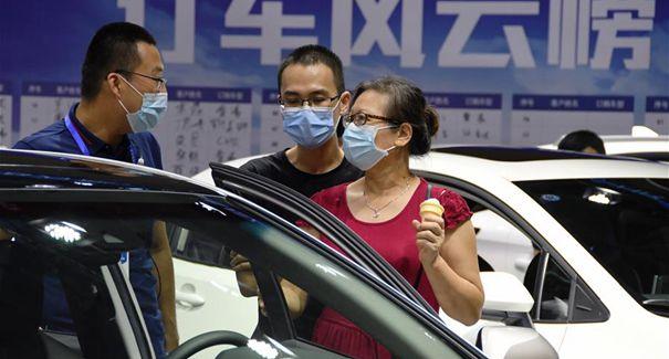 福州:假期逛車展
