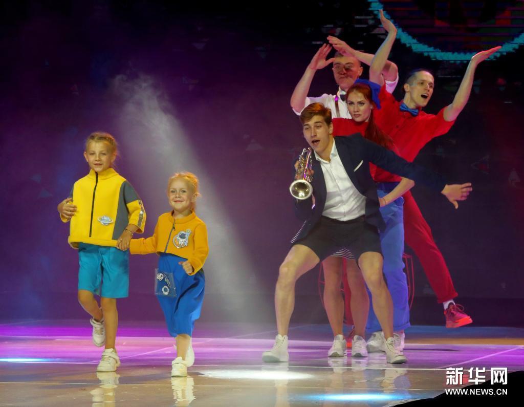 """白俄罗斯举行""""时尚磨坊""""时装设计与摄影大赛"""