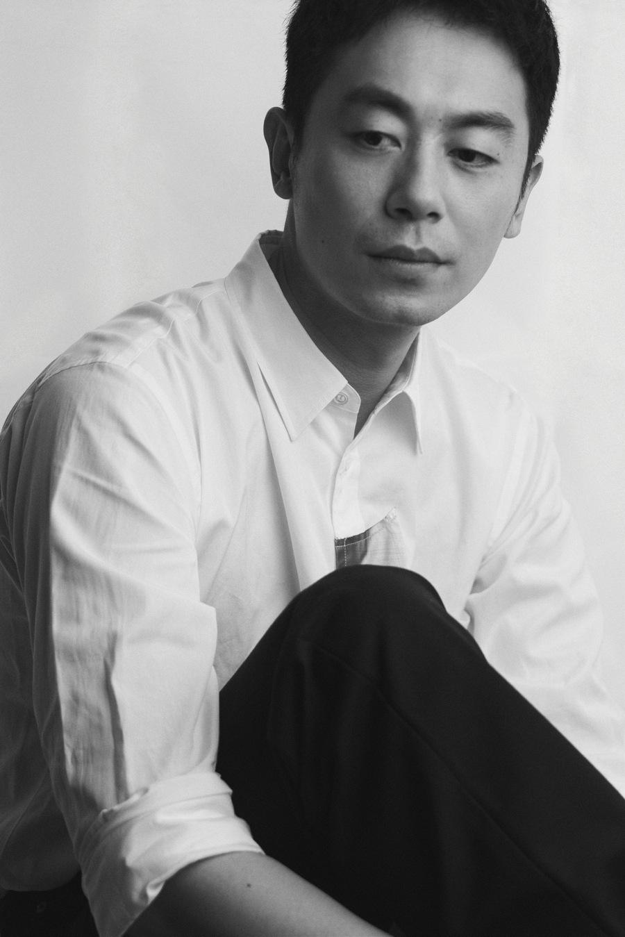 朱亚文简约写真 黑白色调写满故事氛围