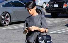 展现女人味的单品 单手柄包包才是王道