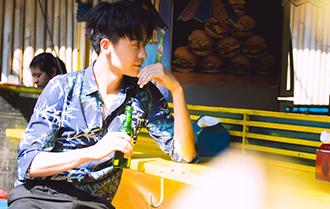趙志偉彰顯慵懶少年的不羈時尚