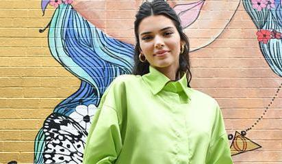 超模詹娜穿熒光綠襯衫袖口設計感十足