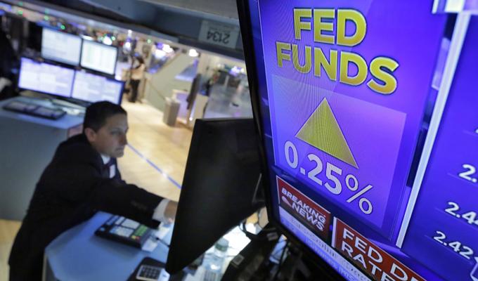 美聯儲折騰一年終加息 多項懸念仍待解