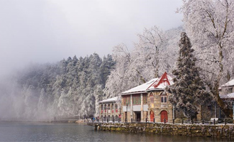 春雪潤廬山
