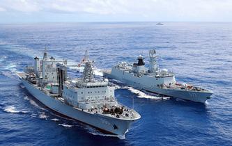 海軍第26批護航編隊開展海上航行補給