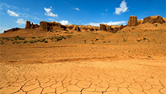 新疆荒漠戈壁中壯觀的雅丹地貌