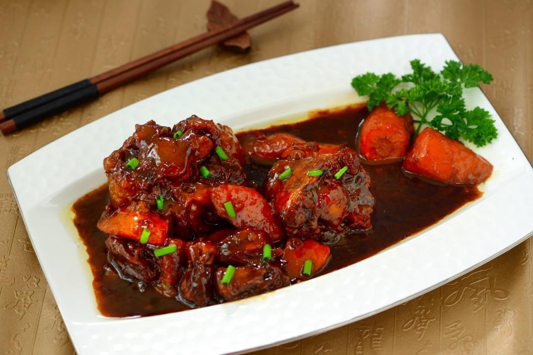 新年吃新菜!老字号追新菜 红红火火团圆跨年