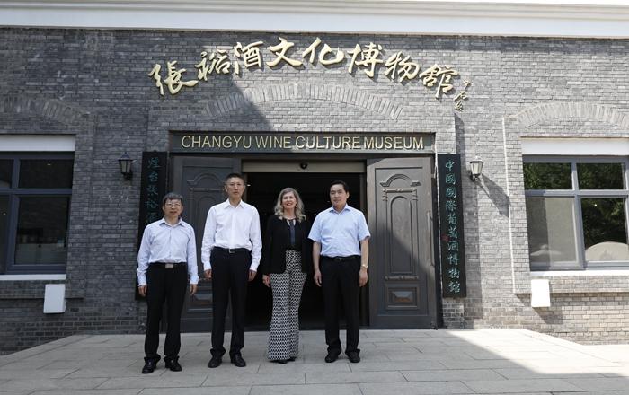 oiv主席到訪張裕酒文化博物館