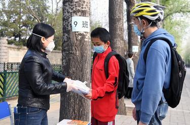 北京海淀:中小學教材有序發放