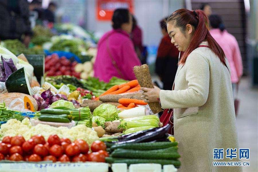 """""""蔬菜航母""""载着农民奔小康"""