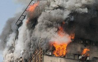 伊朗一棟高層建築起火倒塌