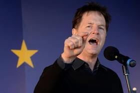 """數萬民眾在倫敦示威遊行反對英國""""脫歐"""""""