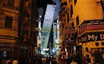 埃及一樓房整體傾斜 倚靠臨近樓房