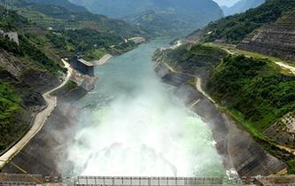 龍灘水電站開閘泄洪