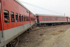 印度北部一列車脫軌至少50人受傷