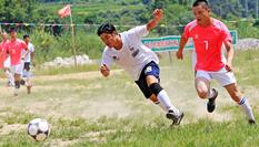 廣西融水:山鄉辦比賽 村民樂享足球