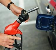 """油价今日调价或""""四连跌"""" 每吨降120元"""