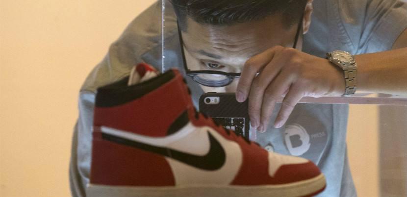 疯狂的鞋子:从1元涨到3万元仅需两小时