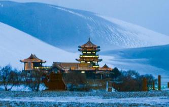 古郡敦煌迎新年初雪 雪漠風光引遊人
