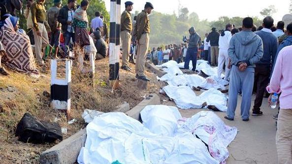 印度安得拉邦列車脫軌事故已造成至少39人死亡