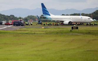印尼一航班降落滑出跑道 機場關閉