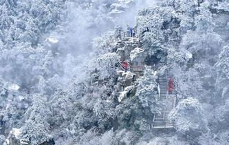 江西廬山降下春雪 雲霧雪景如夢如幻