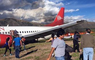 秘魯一客機著陸時起火