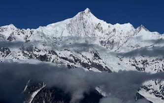 雲上梅裏雪山