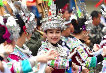 广西融水:苗族同胞欢庆百鸟衣节