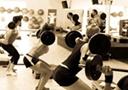 打造完美體形要健身 健身器材的好處