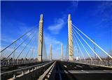 新紀錄!3.6萬噸巨無霸斜拉橋轉體合龍