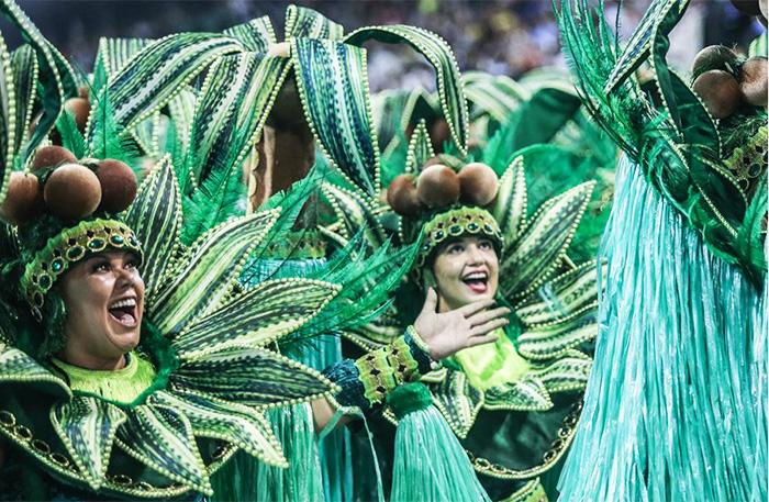 街拍巴西圣保罗:热辣狂欢节下的多彩画面