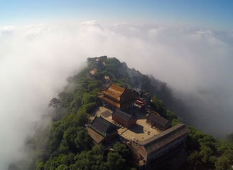 俯瞰云海景忠山