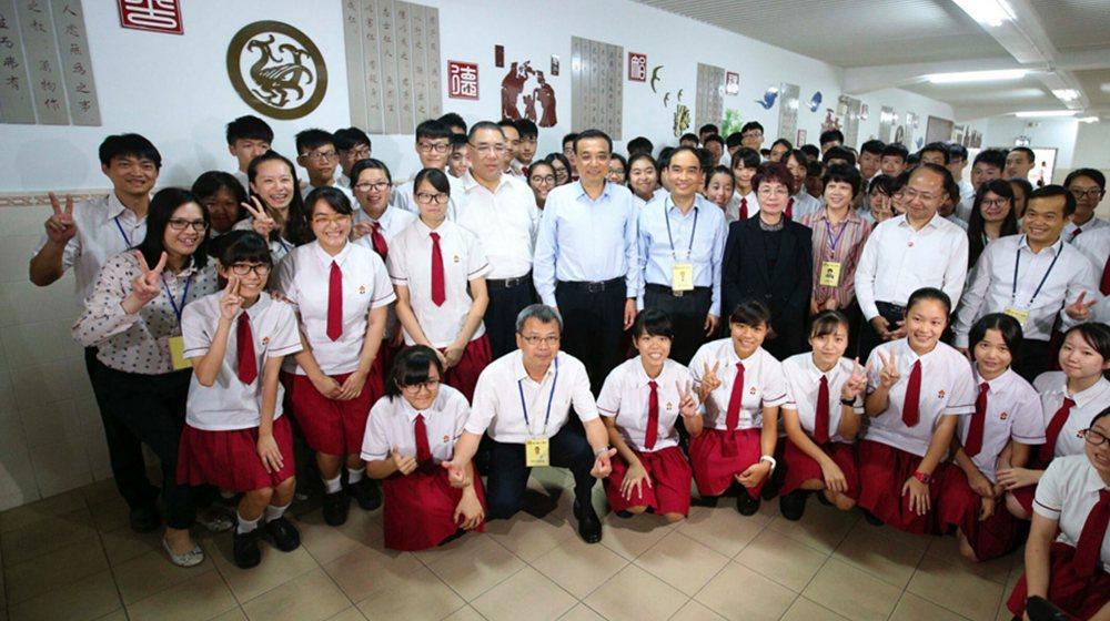 李克強寄望澳門中學生:你們是澳門的未來、祖國的未來