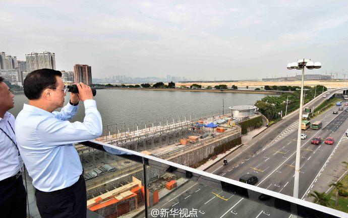 李克強在澳門視察建設中的港珠澳大橋