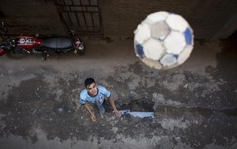 足球的意義——記阿根廷貧民窟少年的一天
