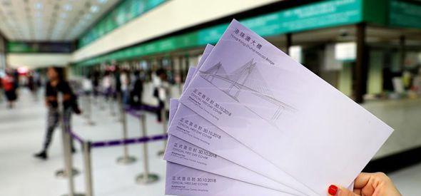 """香港邮政开售""""港珠澳大桥""""特别邮票正式首日封"""