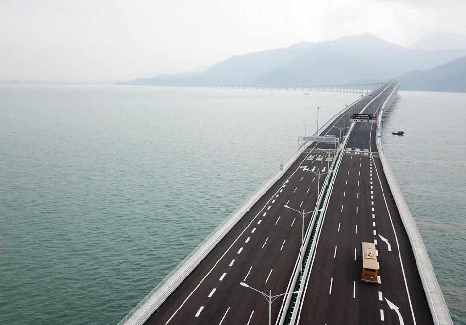 航拍港珠澳大橋香港段