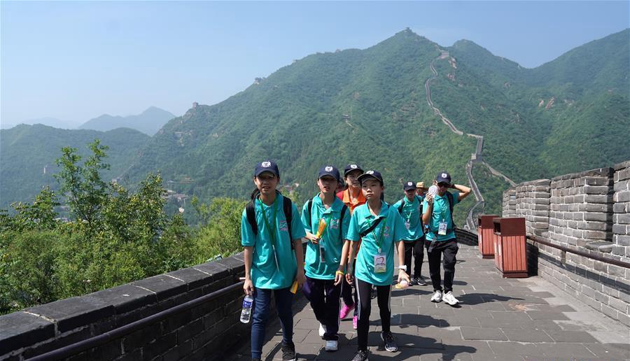 300余名香港青少年游长城
