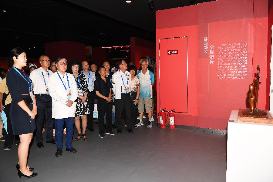 """二青会香港体育观摩团参观""""庆祝中华人民共和国成立70周年体育事业发展成就展"""""""