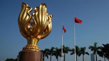 特寫:金紫荊廣場的70面國旗