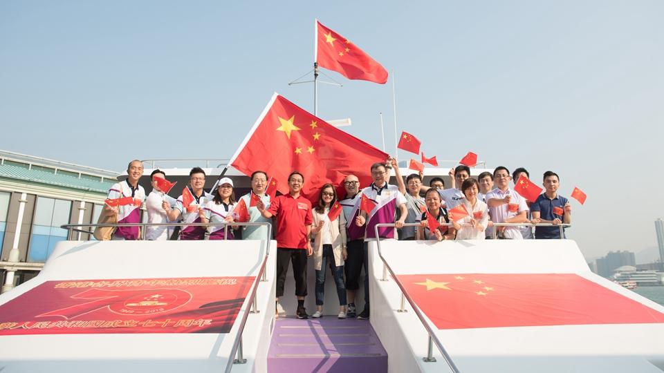 香港市民游船庆祝国庆