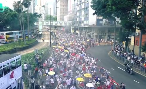 暴力之下,香港服務業難熬經濟寒冬