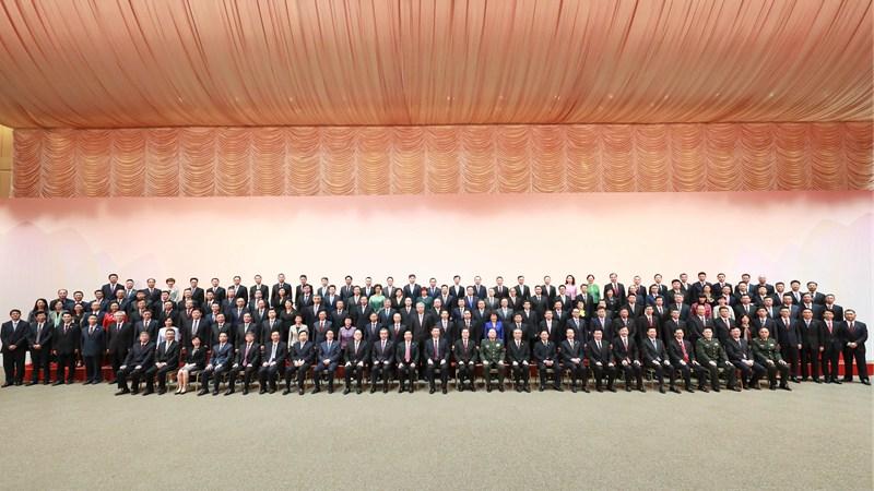 习近平会见中央驻澳机构和主要中资机构负责人