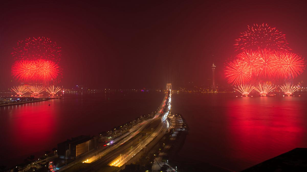 澳門與珠海首次聯合舉行煙花匯演慶祝澳門回歸20周年
