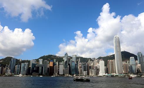 香港商家按新春傳統習俗啟市