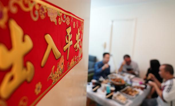 不得不提前的团年饭:香港警察的温馨聚餐